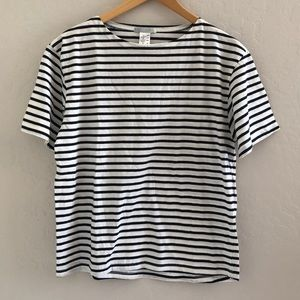 Navy blue stripped tee
